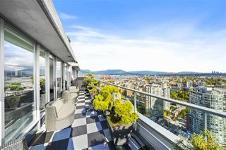 "Photo 8: 3905 188 KEEFER Place in Vancouver: Downtown VW Condo for sale in ""ESPANA TOWER B"" (Vancouver West)  : MLS®# R2517677"