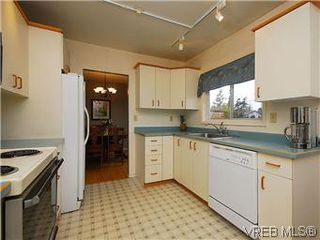 Photo 8: 1854 Elmhurst Place in VICTORIA: SE Lambrick Park Single Family Detached for sale (Saanich East)  : MLS®# 293729