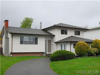 Photo 1: 1854 Elmhurst Place in VICTORIA: SE Lambrick Park Single Family Detached for sale (Saanich East)  : MLS®# 293729