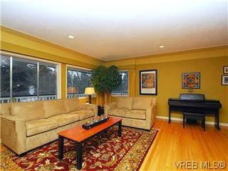 Photo 2: 2075 Haidey Terrace in SAANICHTON: CS Saanichton Single Family Detached for sale (Central Saanich)  : MLS®# 287062