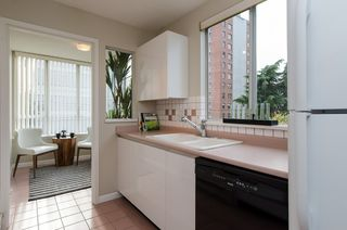 "Photo 13: 301 1566 W 13 Avenue in Vancouver: Fairview VW Condo for sale in ""Royal Gardens"" (Vancouver West)  : MLS®# R2011878"