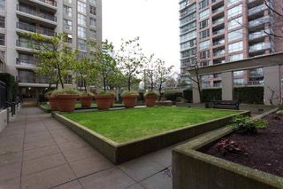 """Photo 7: 305 969 RICHARDS Street in Vancouver: Downtown VW Condo for sale in """"Mondrian 11"""" (Vancouver West)  : MLS®# R2028969"""