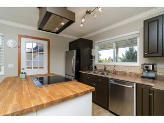 Photo 9: 15871 THRIFT Avenue: White Rock House for sale (South Surrey White Rock)  : MLS®# R2057585