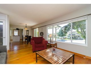 Photo 4: 15871 THRIFT Avenue: White Rock House for sale (South Surrey White Rock)  : MLS®# R2057585