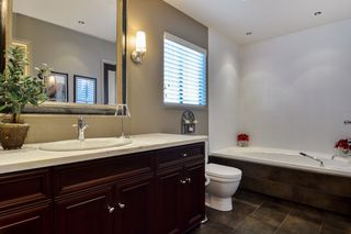 "Photo 14: 6880 ROCKFORD Place in Delta: Sunshine Hills Woods House for sale in ""SUNSHINE HILLS"" (N. Delta)  : MLS®# R2093097"