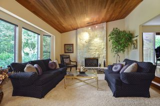 "Photo 3: 6880 ROCKFORD Place in Delta: Sunshine Hills Woods House for sale in ""SUNSHINE HILLS"" (N. Delta)  : MLS®# R2093097"
