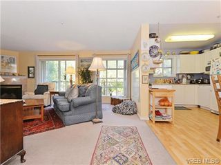 Photo 4: 204 1246 Fairfield Rd in VICTORIA: Vi Fairfield West Condo for sale (Victoria)  : MLS®# 740928