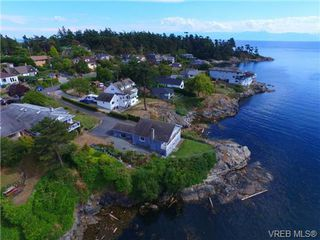 Main Photo: 440 Constance Avenue in VICTORIA: Es Saxe Point Single Family Detached for sale (Esquimalt)  : MLS®# 369442