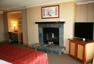 "Photo 3: 505 4050 WHISTLER Way in Whistler: Whistler Village Condo for sale in ""HILTON WHISTLER RESORT"" : MLS®# R2104283"