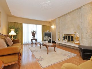 Photo 2: 1225 GARDEN Drive in Vancouver: Grandview VE House for sale (Vancouver East)  : MLS®# R2108724