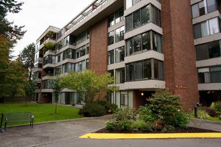 "Main Photo: 606 4101 YEW Street in Vancouver: Quilchena Condo for sale in ""Arbutus Village"" (Vancouver West)  : MLS®# R2109803"