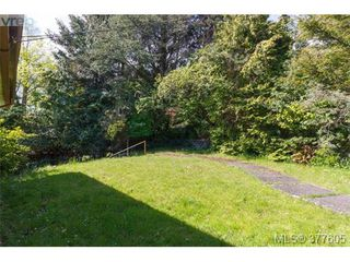 Photo 2: 923 Claremont Ave in VICTORIA: SE Cordova Bay Single Family Detached for sale (Saanich East)  : MLS®# 758129