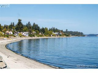 Photo 10: 923 Claremont Ave in VICTORIA: SE Cordova Bay Single Family Detached for sale (Saanich East)  : MLS®# 758129