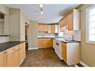 Photo 4: 36 Amiens Crescent SW in Calgary: C-018 House for sale : MLS®# C4110227