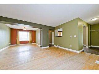 Photo 10: 36 Amiens Crescent SW in Calgary: C-018 House for sale : MLS®# C4110227