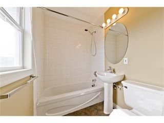 Photo 12: 36 Amiens Crescent SW in Calgary: C-018 House for sale : MLS®# C4110227
