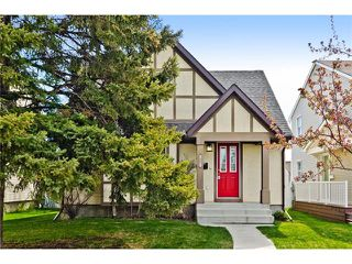Photo 2: 36 Amiens Crescent SW in Calgary: C-018 House for sale : MLS®# C4110227