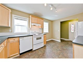 Photo 5: 36 Amiens Crescent SW in Calgary: C-018 House for sale : MLS®# C4110227