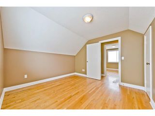 Photo 17: 36 Amiens Crescent SW in Calgary: C-018 House for sale : MLS®# C4110227