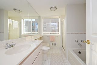 "Photo 16: 6 1717 DUCHESS Avenue in West Vancouver: Ambleside Condo for sale in ""THE REGENT"" : MLS®# R2233596"