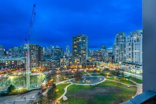 "Main Photo: 1004 1155 SEYMOUR Street in Vancouver: Downtown VW Condo for sale in ""BRAVA"" (Vancouver West)  : MLS®# R2327629"