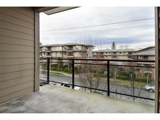 "Photo 12: 306 15368 17A Avenue in Surrey: King George Corridor Condo for sale in ""OCEAN WYNDE"" (South Surrey White Rock)  : MLS®# R2332910"