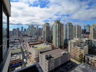 "Photo 12: 1901 977 MAINLAND Street in Vancouver: Yaletown Condo for sale in ""Yaletown Park 3"" (Vancouver West)  : MLS®# R2348596"