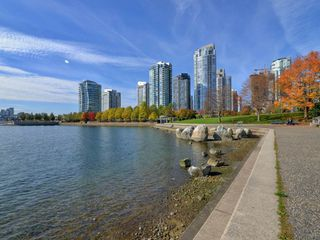 "Photo 16: 1901 977 MAINLAND Street in Vancouver: Yaletown Condo for sale in ""Yaletown Park 3"" (Vancouver West)  : MLS®# R2348596"