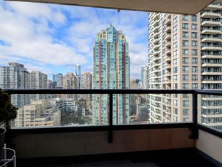 "Photo 11: 1901 977 MAINLAND Street in Vancouver: Yaletown Condo for sale in ""Yaletown Park 3"" (Vancouver West)  : MLS®# R2348596"