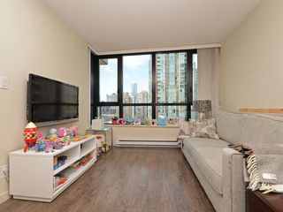 "Photo 4: 1901 977 MAINLAND Street in Vancouver: Yaletown Condo for sale in ""Yaletown Park 3"" (Vancouver West)  : MLS®# R2348596"