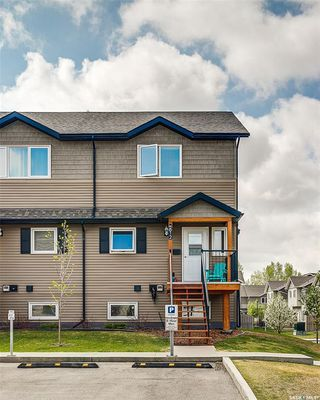 Photo 1: 812 110 Shillington Crescent in Saskatoon: Blairmore Residential for sale : MLS®# SK773464