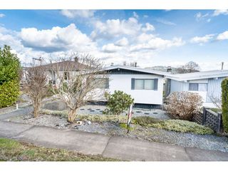 Main Photo: 124 N HOLDOM Avenue in Burnaby: Capitol Hill BN House for sale (Burnaby North)  : MLS®# R2441427