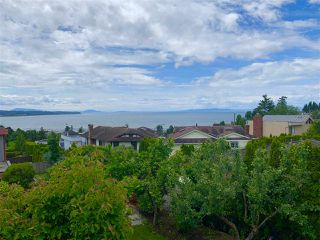 Photo 2: 1081 LEE Street: White Rock House for sale (South Surrey White Rock)  : MLS®# R2463700