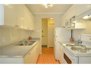 Photo 4: 203 160 E 19TH Street in North Vancouver: Central Lonsdale Condo for sale : MLS®# V898566