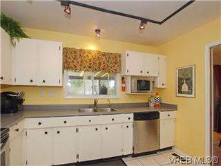 Photo 8: 842 Coles Street in VICTORIA: Es Gorge Vale Residential for sale (Esquimalt)  : MLS®# 306892