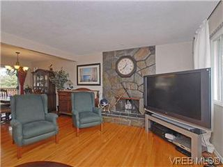 Photo 3: 842 Coles Street in VICTORIA: Es Gorge Vale Residential for sale (Esquimalt)  : MLS®# 306892