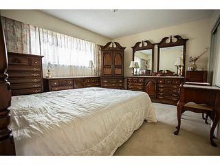Photo 5: 5528 MAPLE Crescent in Ladner: Delta Manor 1/2 Duplex for sale : MLS®# V1138909