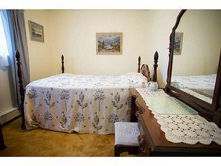 Photo 9: 5528 MAPLE Crescent in Ladner: Delta Manor House 1/2 Duplex for sale : MLS®# V1138909
