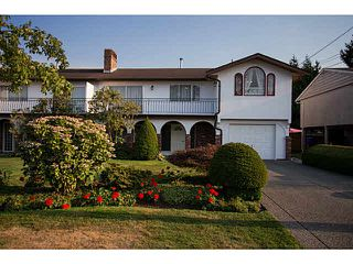 Photo 2: 5528 MAPLE Crescent in Ladner: Delta Manor House 1/2 Duplex for sale : MLS®# V1138909
