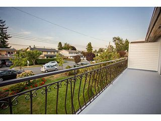 Photo 17: 5528 MAPLE Crescent in Ladner: Delta Manor House 1/2 Duplex for sale : MLS®# V1138909