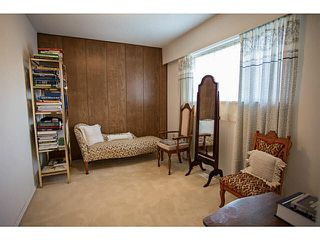 Photo 8: 5528 MAPLE Crescent in Ladner: Delta Manor House 1/2 Duplex for sale : MLS®# V1138909
