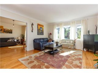 Photo 3: 724 Newport Ave in VICTORIA: OB South Oak Bay Single Family Detached for sale (Oak Bay)  : MLS®# 717256