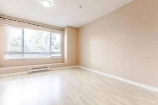 """Photo 5: 218 19528 FRASER Highway in Surrey: Cloverdale BC Condo for sale in """"Fairmont on the Boulevard"""" (Cloverdale)  : MLS®# R2092680"""