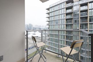 "Photo 5: 805 1833 CROWE Street in Vancouver: False Creek Condo for sale in ""THE FOUNDRY"" (Vancouver West)  : MLS®# R2120097"