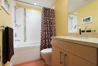 "Photo 11: 805 1833 CROWE Street in Vancouver: False Creek Condo for sale in ""THE FOUNDRY"" (Vancouver West)  : MLS®# R2120097"