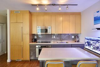 "Photo 3: 805 1833 CROWE Street in Vancouver: False Creek Condo for sale in ""THE FOUNDRY"" (Vancouver West)  : MLS®# R2120097"