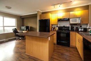 """Photo 2: 21 20350 68 Avenue in Langley: Willoughby Heights Townhouse for sale in """"SUNRIDGE"""" : MLS®# R2148091"""