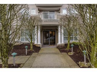 "Photo 2: 105 32120 MT WADDINGTON Avenue in Abbotsford: Abbotsford West Condo for sale in ""~The Laurelwood~"" : MLS®# R2151840"