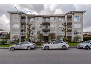 "Photo 1: 105 32120 MT WADDINGTON Avenue in Abbotsford: Abbotsford West Condo for sale in ""~The Laurelwood~"" : MLS®# R2151840"