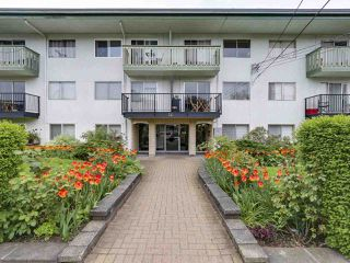 "Photo 15: 204 36 E 14 Avenue in Vancouver: Mount Pleasant VE Condo for sale in ""Rosemont Manor"" (Vancouver East)  : MLS®# R2166015"